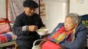 89岁老人照顾瘫痪妻女50年