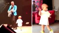 [全视角]萌娃叼奶嘴为父伴舞