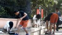 你会冷眼旁观吗?中国街头抢乞丐钱