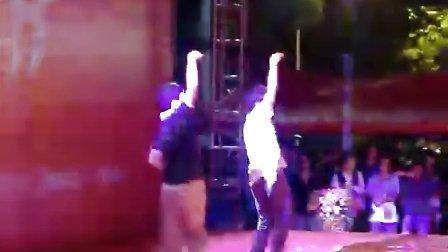 男孩NOBODY舞蹈表演——2010七夕文化节长江之恋汉口江滩舞台演出!