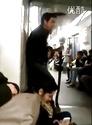 地铁卖艺狂人。。。最后那收场。。。戳中笑点