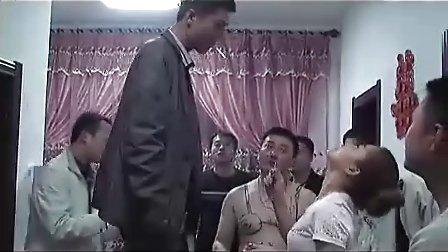 黄色全裸视频_金亿传媒报道---黄色的裸体婚礼闹洞房视频