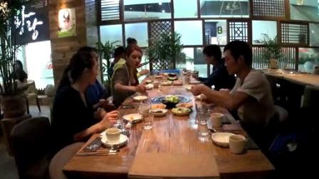 张蓝心战队庆祝胜利 其乐融融共享韩国烤肉 141026 勇敢的心