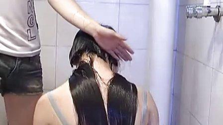 女洗澡堂_美女浴室刮光头
