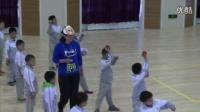 人教版小學體育一年級下冊《單手持輕物擲遠》教學視頻