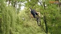 視頻: 極限運動---山地車速降9-天大地大哪里都去得