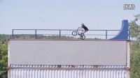 小轮车大神德鲁贝赞森在空中完结惊险特技