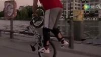 视频: 骑着小轮车也能跳舞?车神完美扮演无懈可击